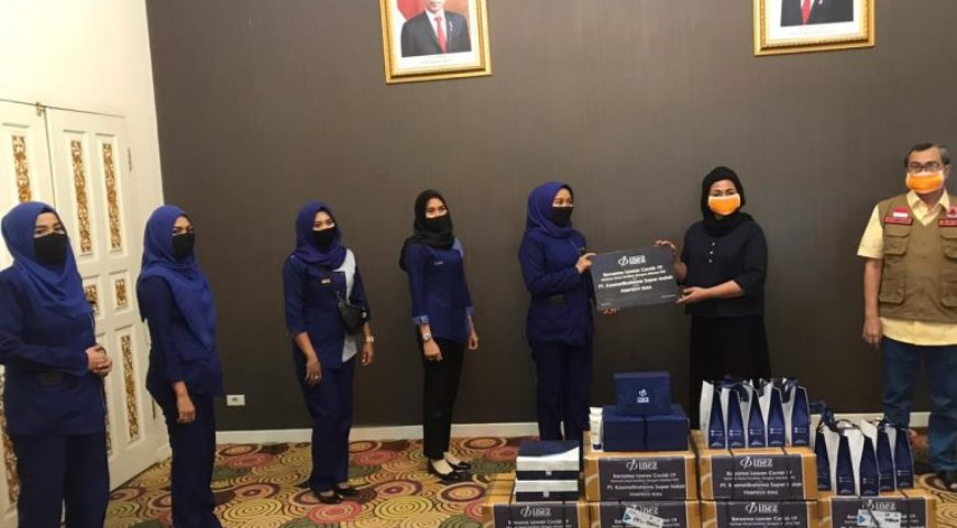 Bantu Pemprov Riau Putus Mata Rantai Covid-19, Inez Cosmetics Bantu 1.000 Botol Hand Sanitizer